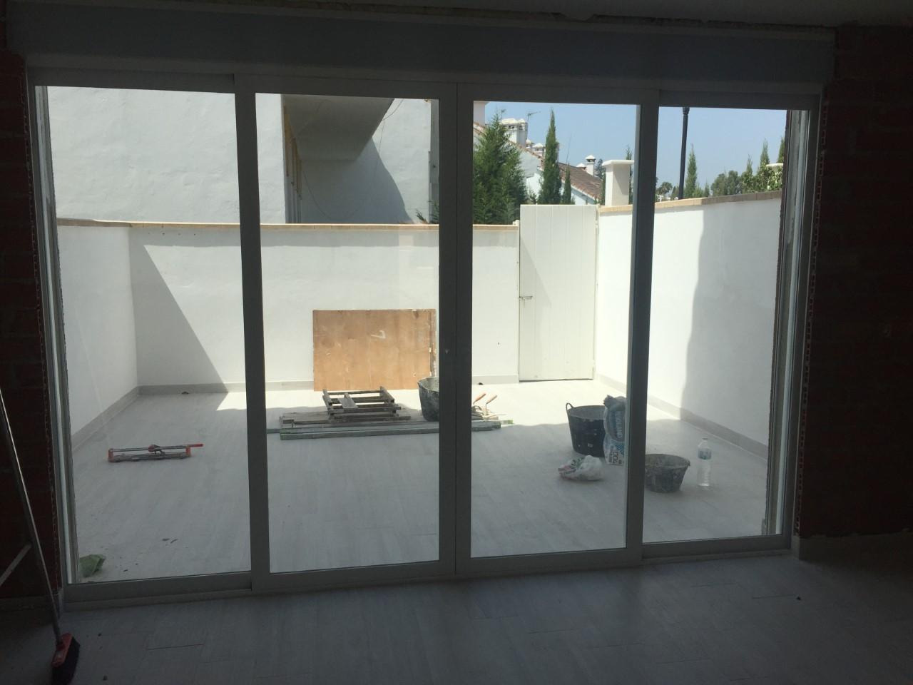 Corredera aluminio embutida en paredes laterales